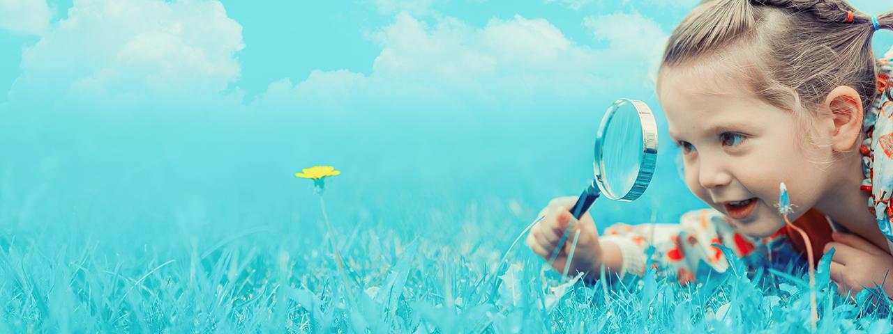 Kind auf der Suche